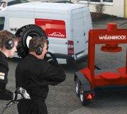 Reifenwechsel beim Kunden vor Ort mit einer mobilen Presse